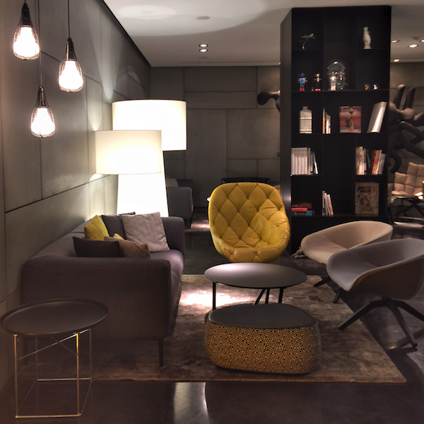 5&3 Amsterdam Art Hotel lounge and library