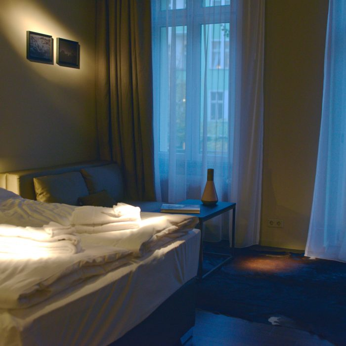travel-citytrip-berlin-instagrambloggers-chrome-cottage-bedroom