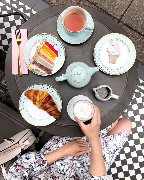 instagrammable-cafes-lonodon-Saint Aymes